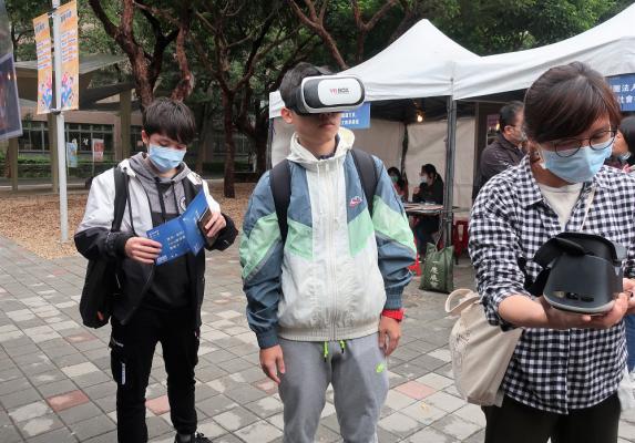 中原大學「服務實境體驗市集」熱血開跑 將服務場域搬至校園-VR