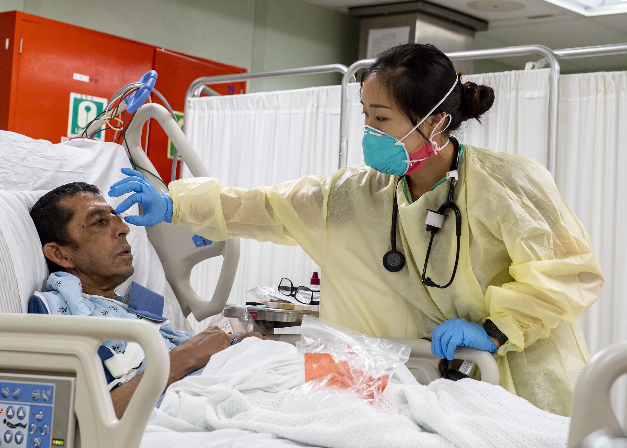談笑間面對別人的生老病死,這就是所謂的護理專業?!- ICU加護病房