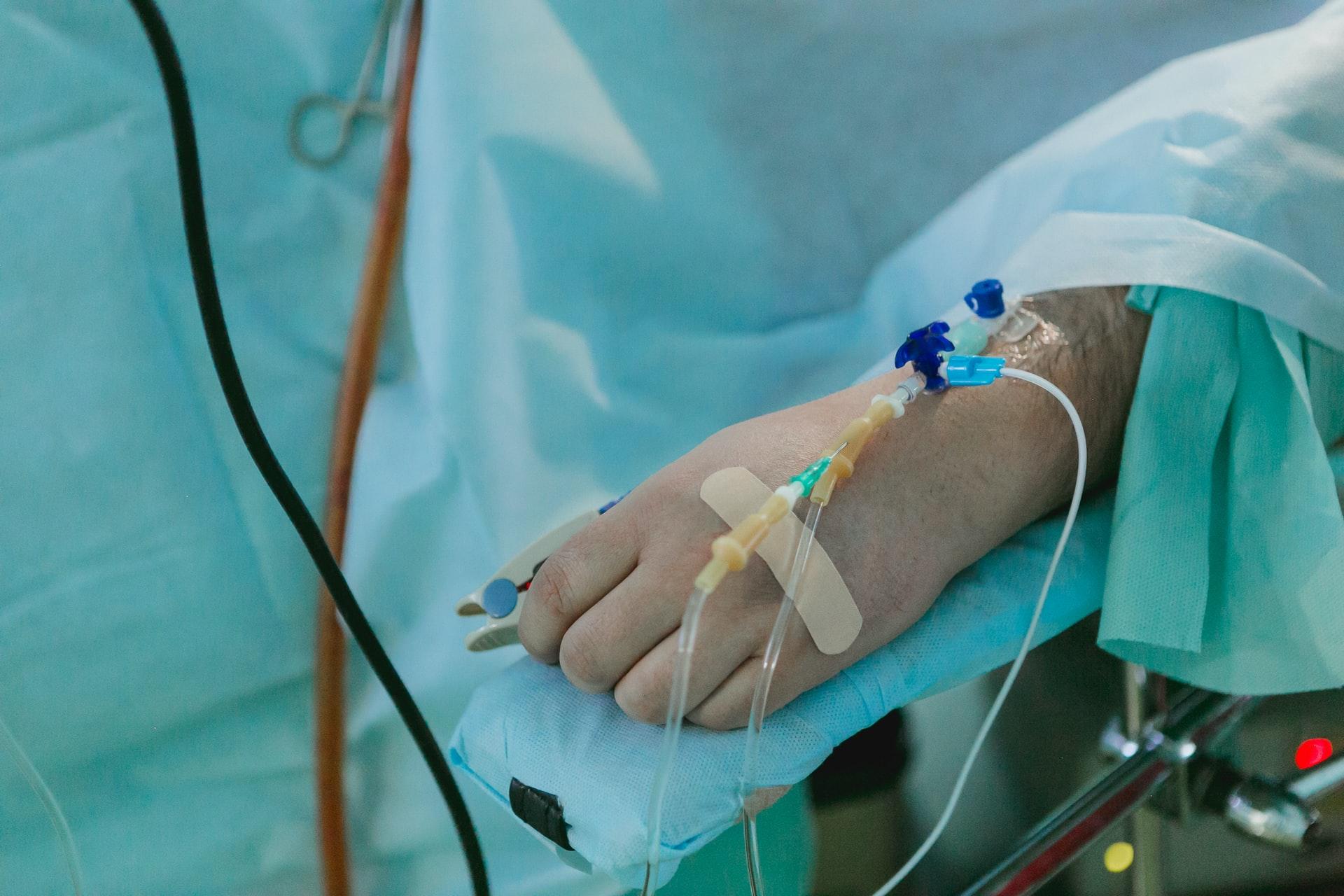 親手急救數名「猝死年輕醫護」!醫揭4大致命性原因:全都無徵兆-小鬼黃鴻升