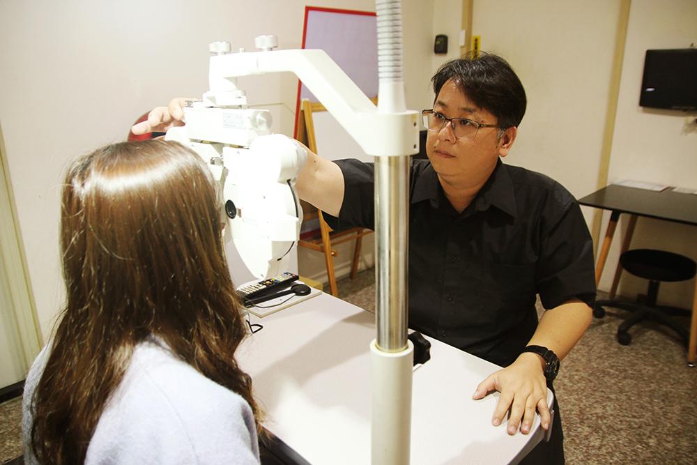 北屯眼鏡 『矽麗特眼鏡 昌平店』 這裡的有三位親切的朋友,每位都已有10年以上配鏡經驗-北屯眼鏡