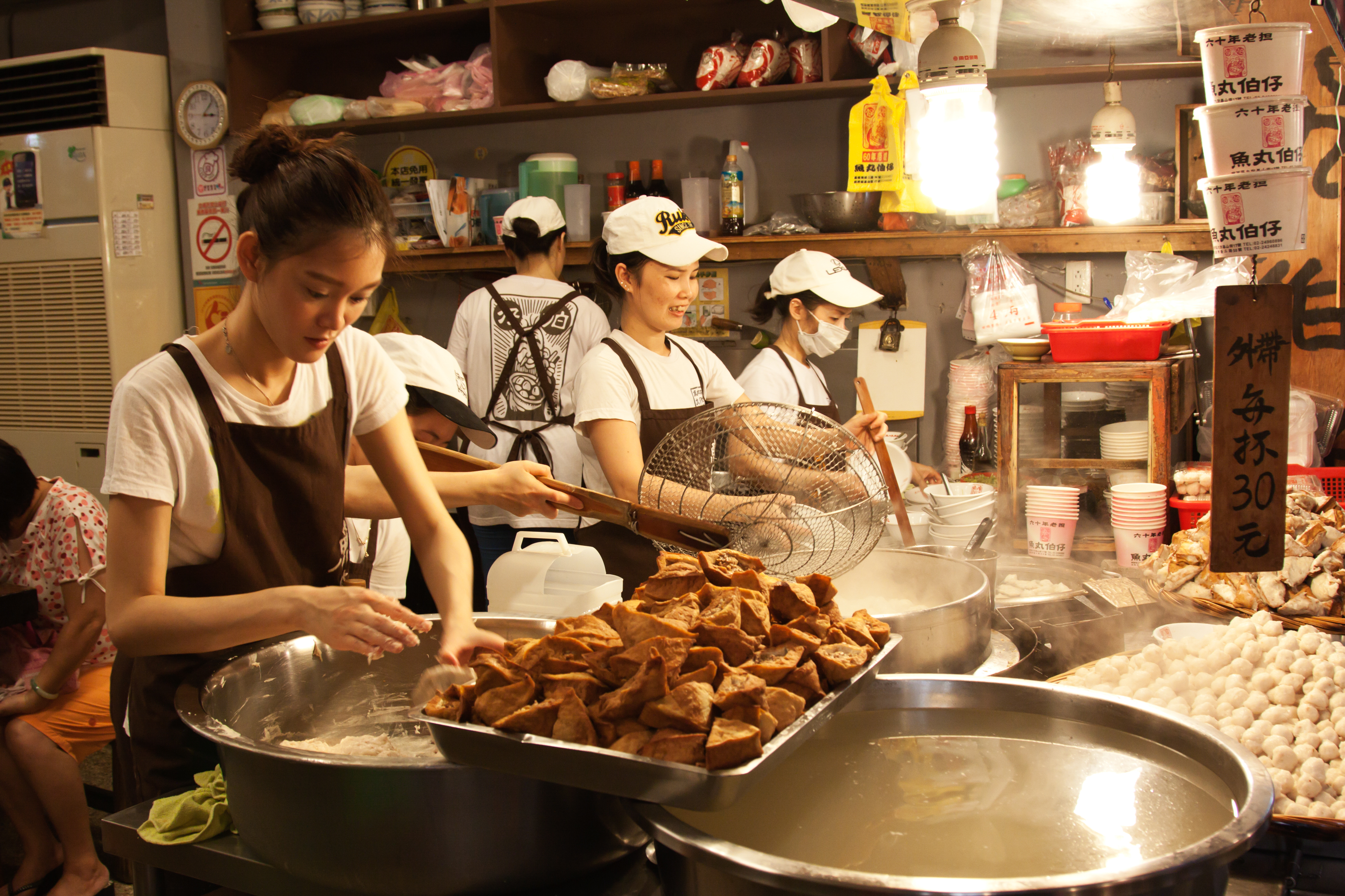 第五屆全國北港報馬仔盃創意料理大賽中華醫餐旅廚藝選手勇奪狀元獎-中華醫事科技大學