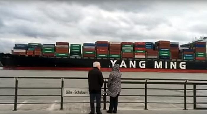 大船開進德國漢堡港 中華民國國歌響起感動人心-YANG MING陽明海運