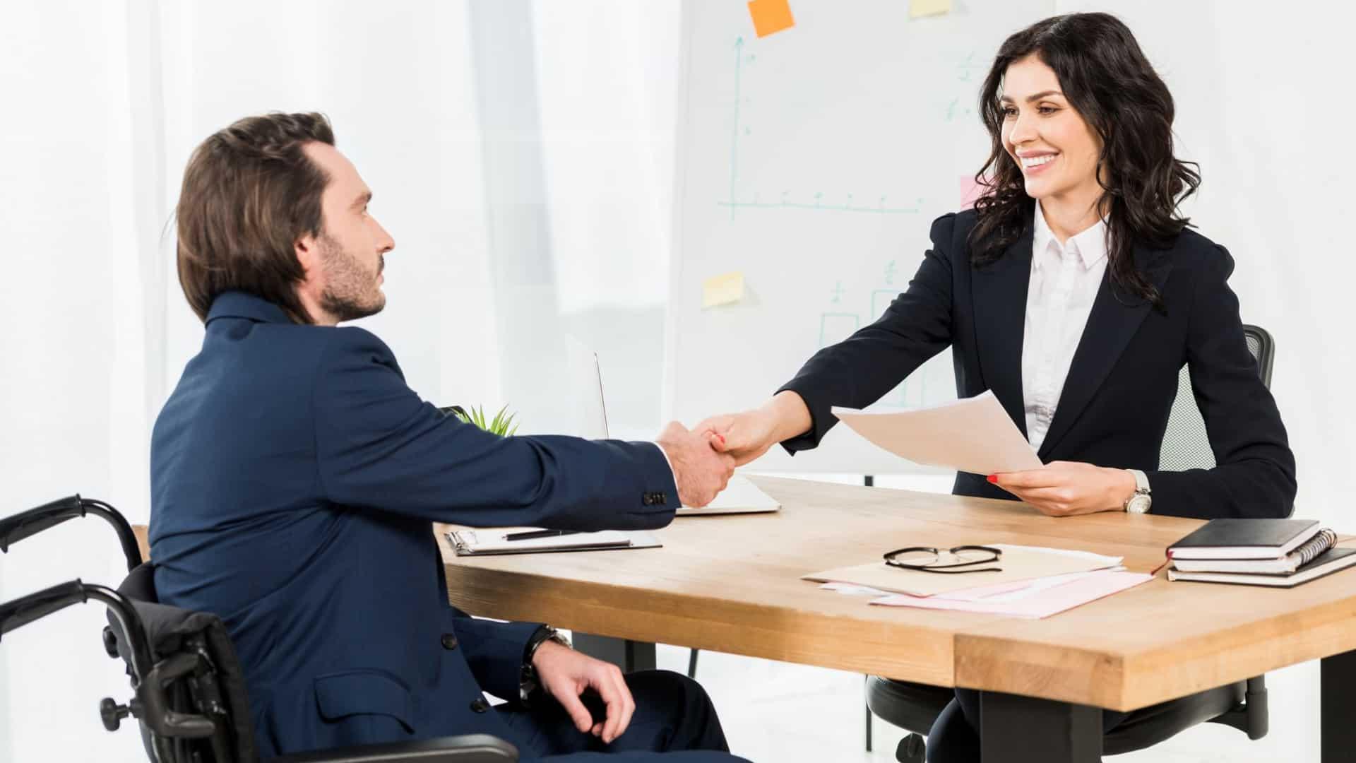 面試錄取後,盡早向公司確認並跑流程,通常公司對人才招募的需求有限,應早點確立關係減少變數