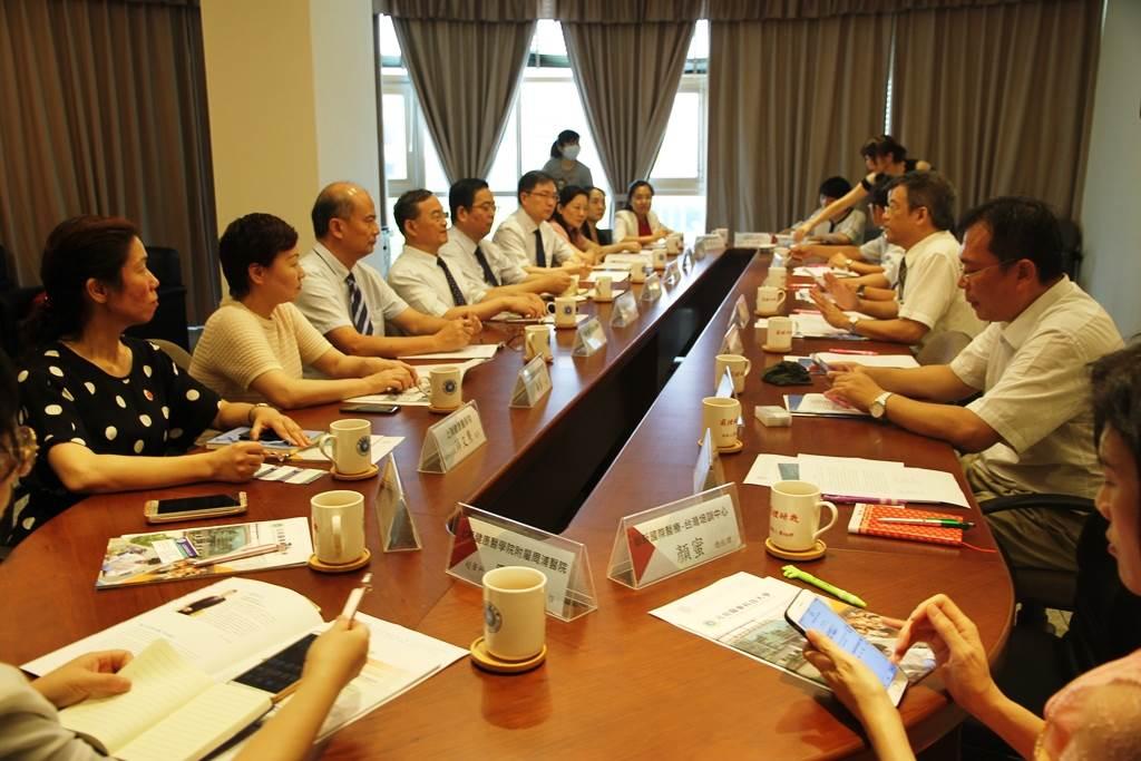 上海健康醫學院黃校長一行參訪元培醫事科大對學校經營十分有特色-上海健康醫學院