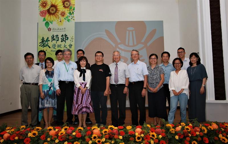成大教師節表揚 全國首創「大學創新與大學社會責任」教學特優與優良獎-大學社會責任