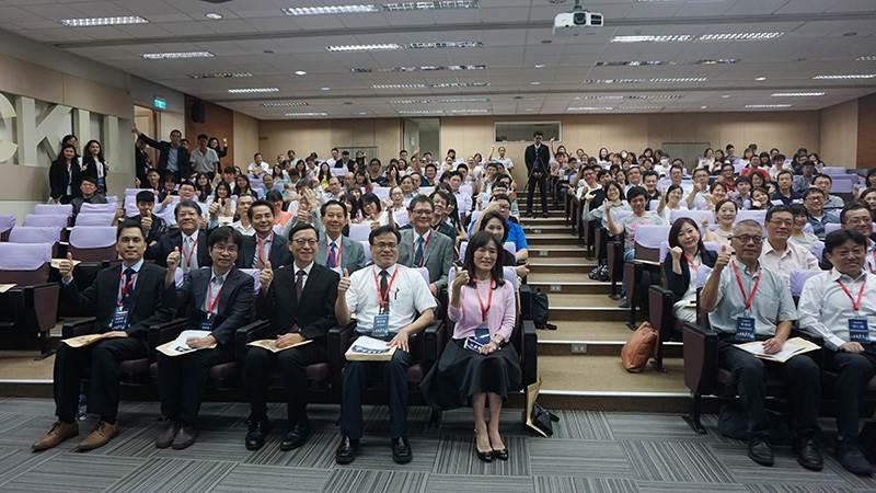 成大圓桌論壇探討AI金融與機器人理財-AI金融