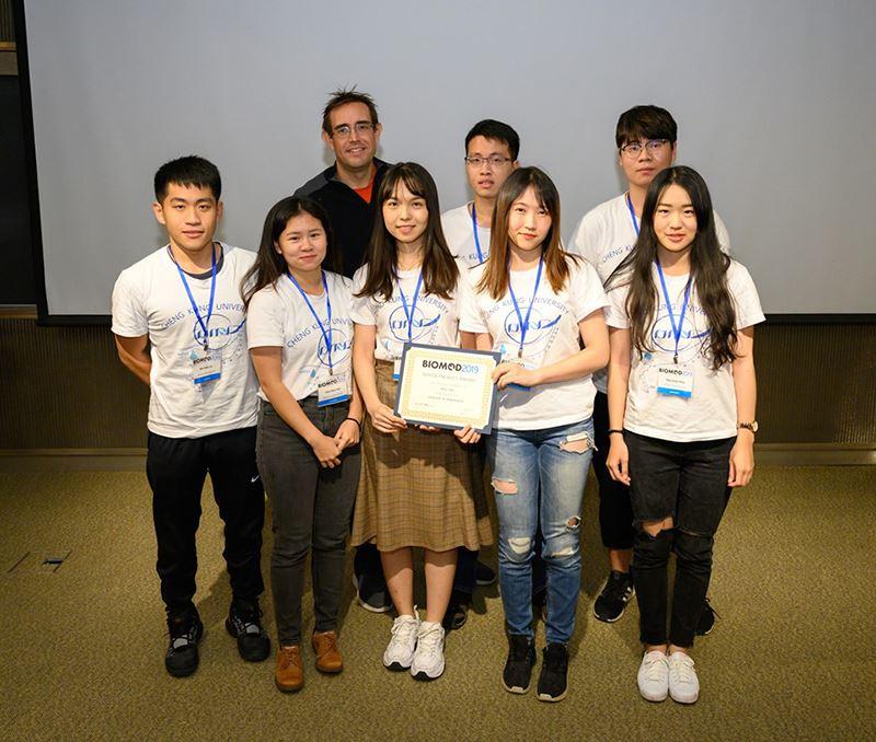 成大醫學系暨化工系學生跨領域合作 勇奪BIOMOD銀牌-NCKU-ONA