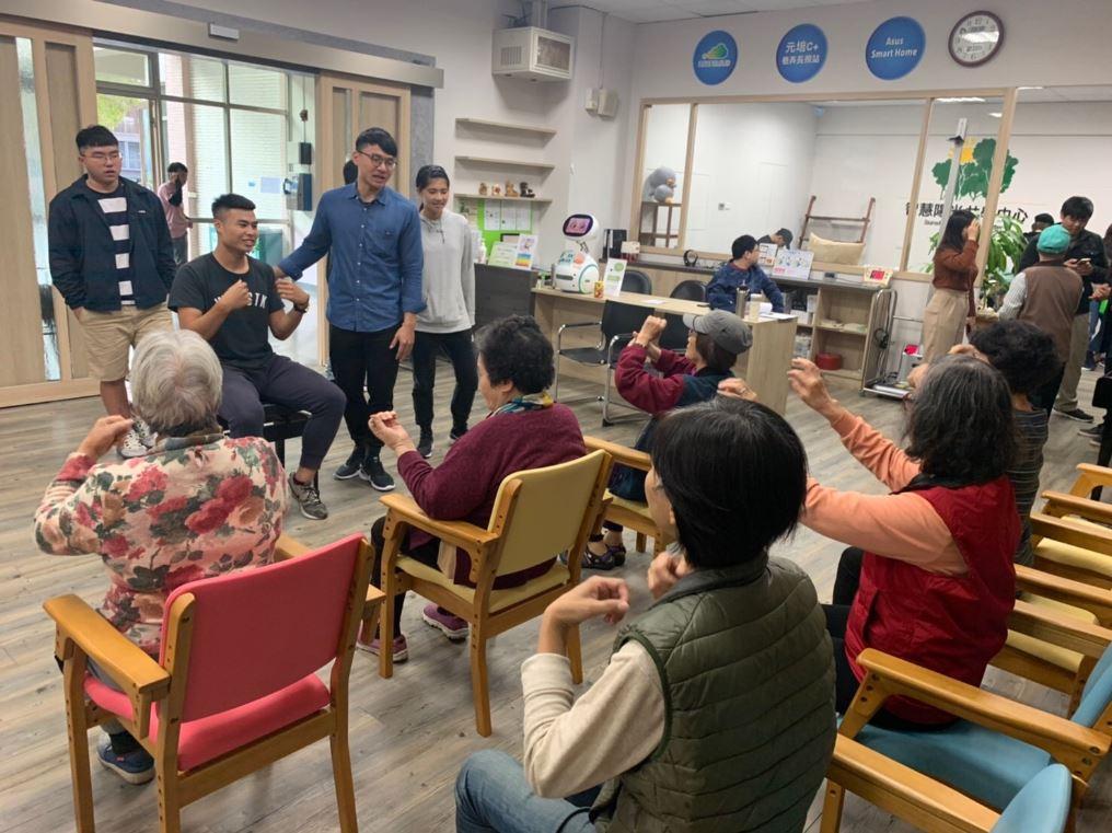 元培黃瑞珍老師帶領健管系新生至智慧陽光共學中心服務-元培醫事科技大學健康休閒管理系