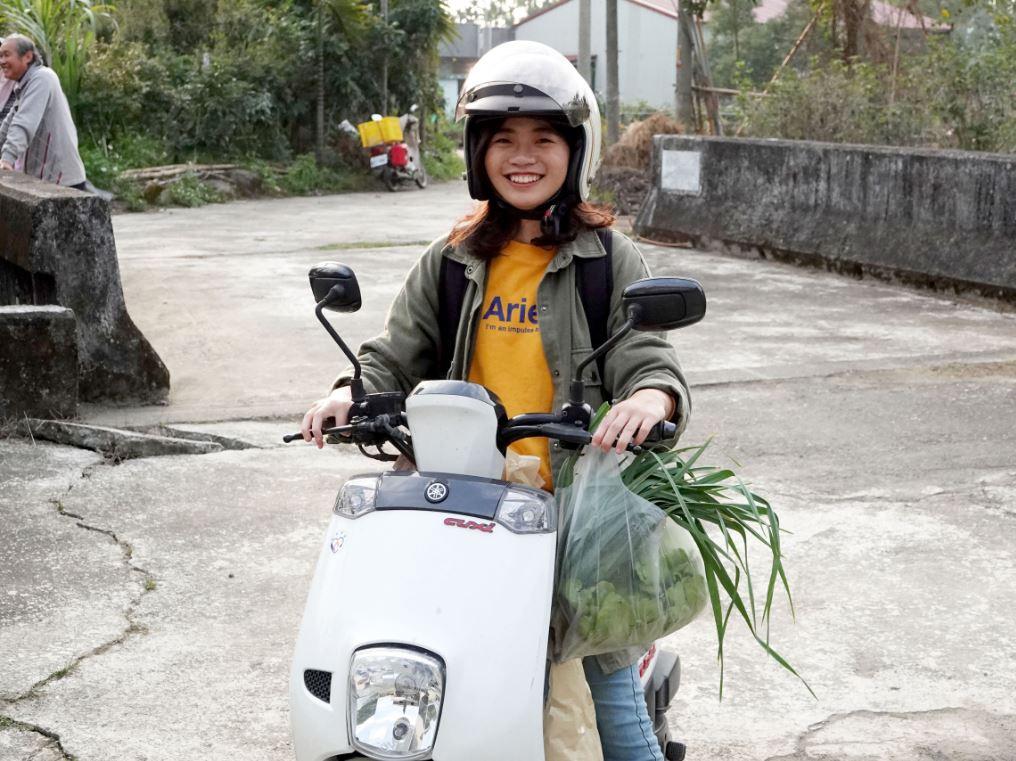 載著一袋袋新鮮蔬菜  我們賣的不是菜  賣的是世代融合-世代融合