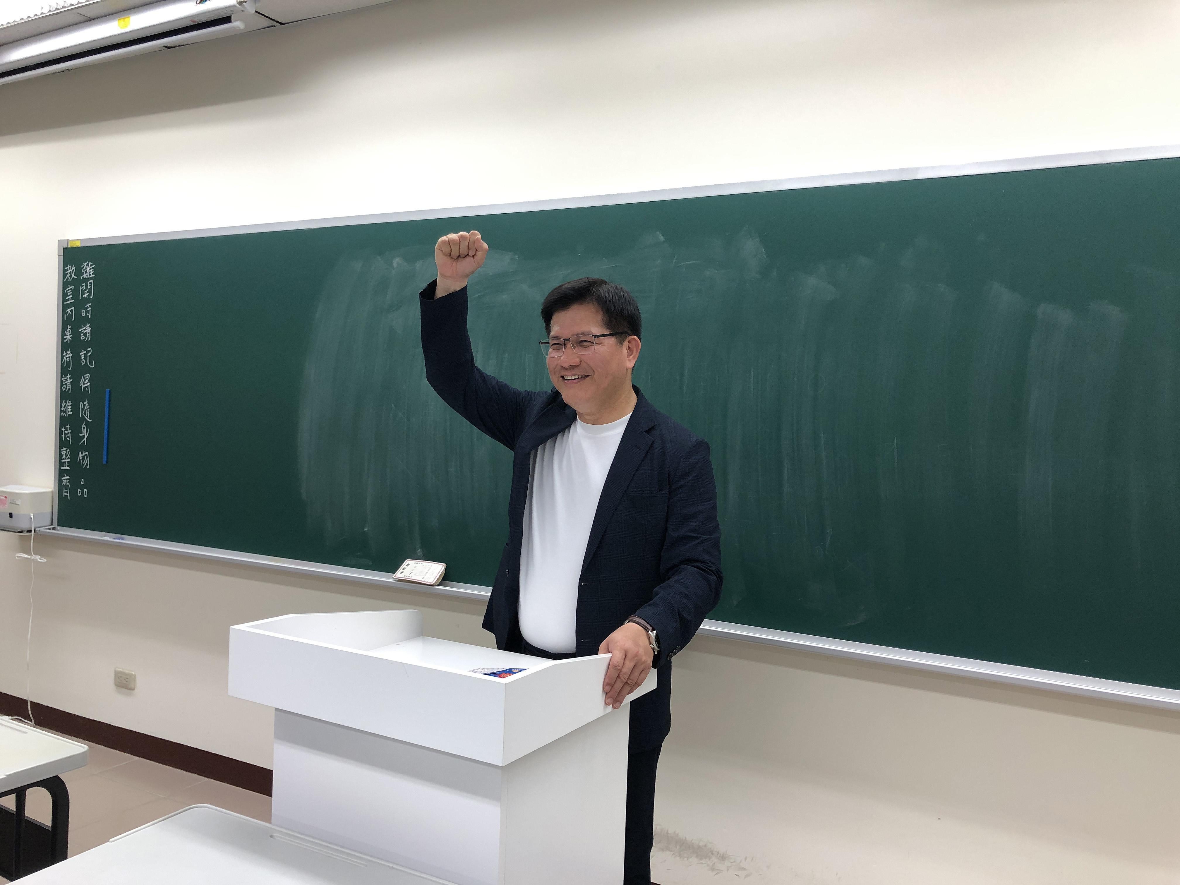 中正大學分流辦畢典 交通部長林佳龍獻祝福-校園大小事
