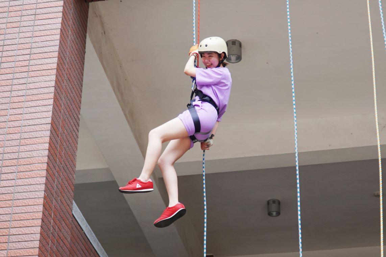 大葉大學消防學程畢業典禮  挑戰高樓垂降-大葉大學消防安全學士學位學程