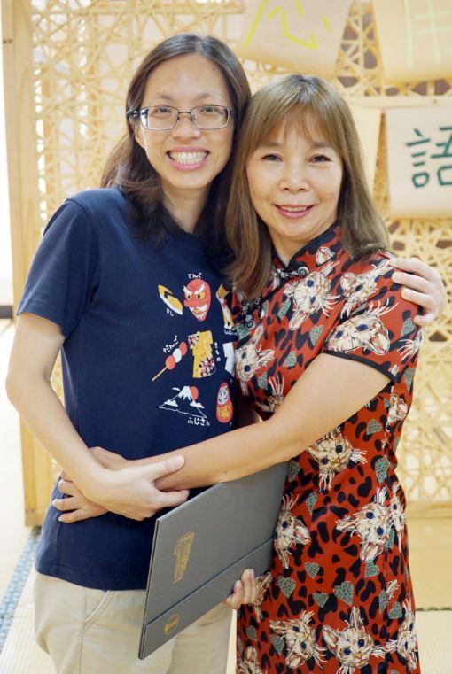 跨齡學習  大葉大學應日系進修學士班夫妻檔一起畢業-大葉大學應用日語學系