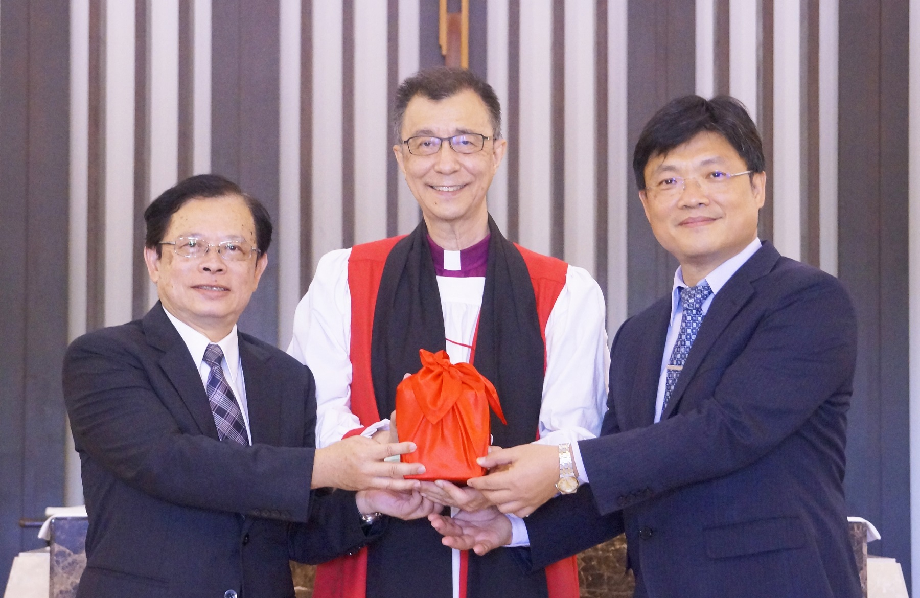 臺大教授黃宏斌接掌聖約翰科大校長 帶領團隊打拼光輝未來-校長交接典禮