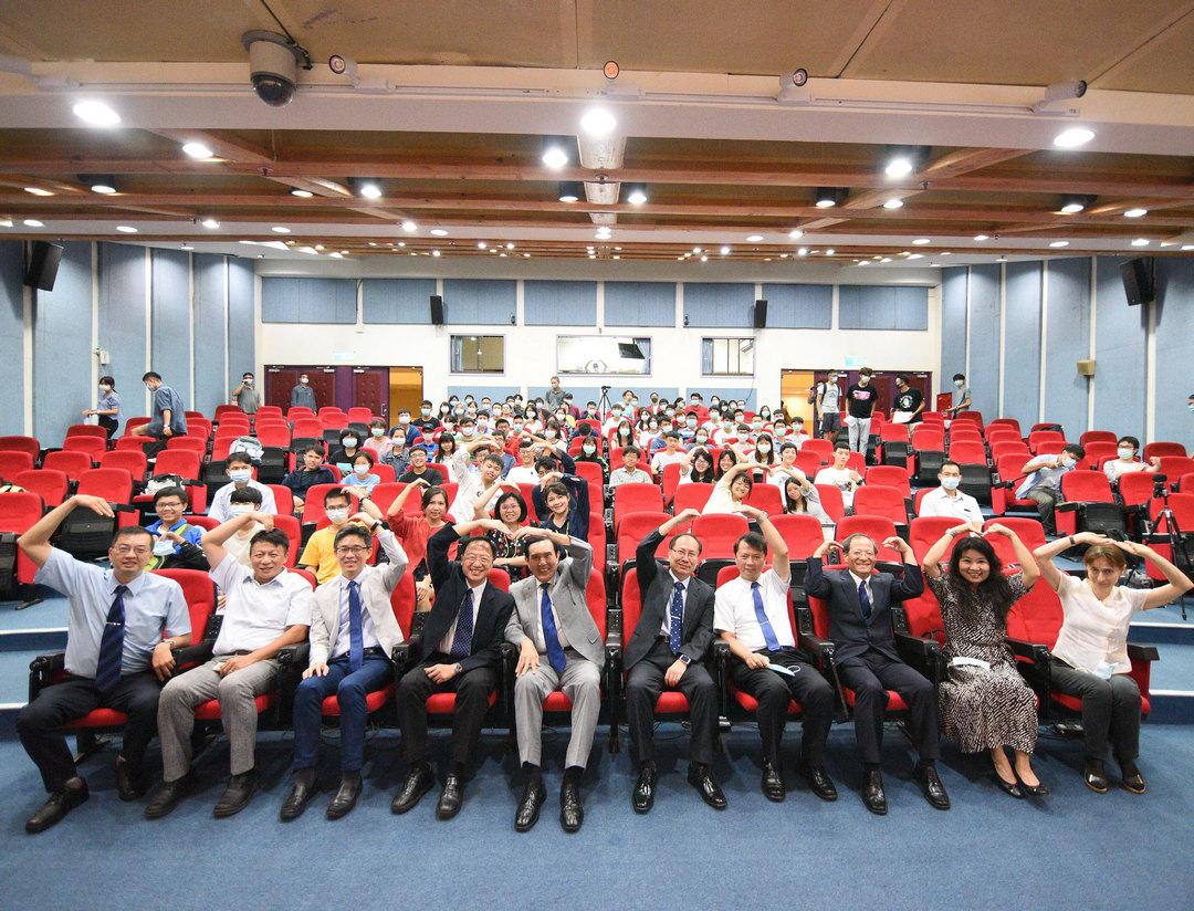 前總統馬英九受邀中正大學紫荊論壇 談兩岸關係與台灣安全-前總統