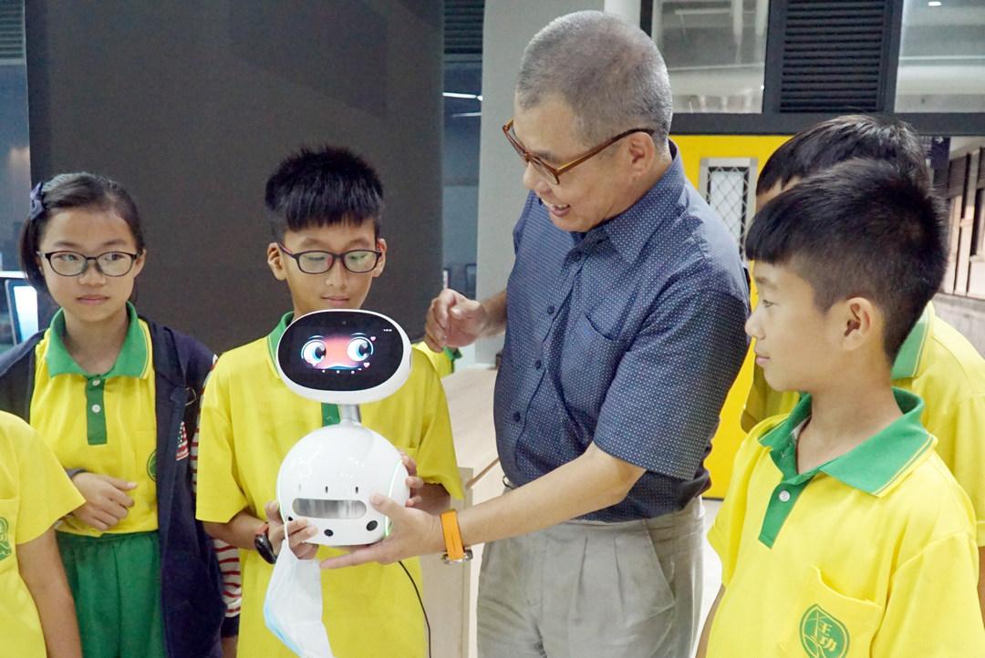 大小共學  大葉大學帶領王功國小學童多元學習-AI人工智慧