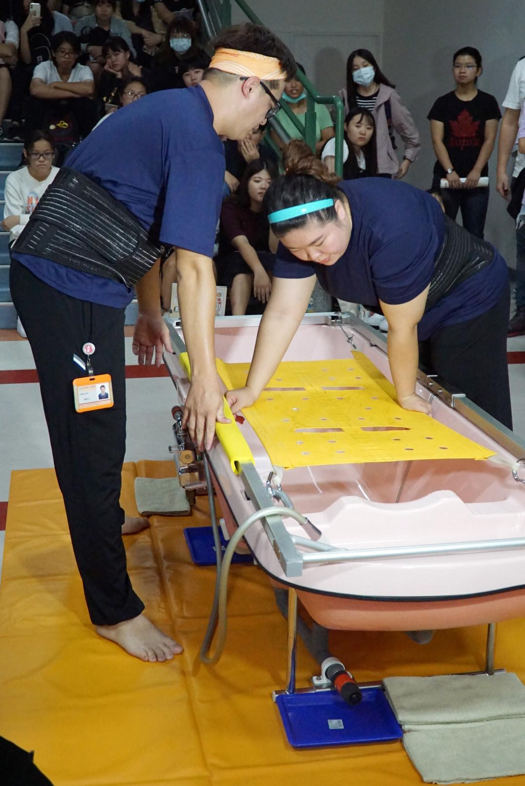 大葉大學護理系邀請永信社福基金會示範教學到宅沐浴服務-大葉大學