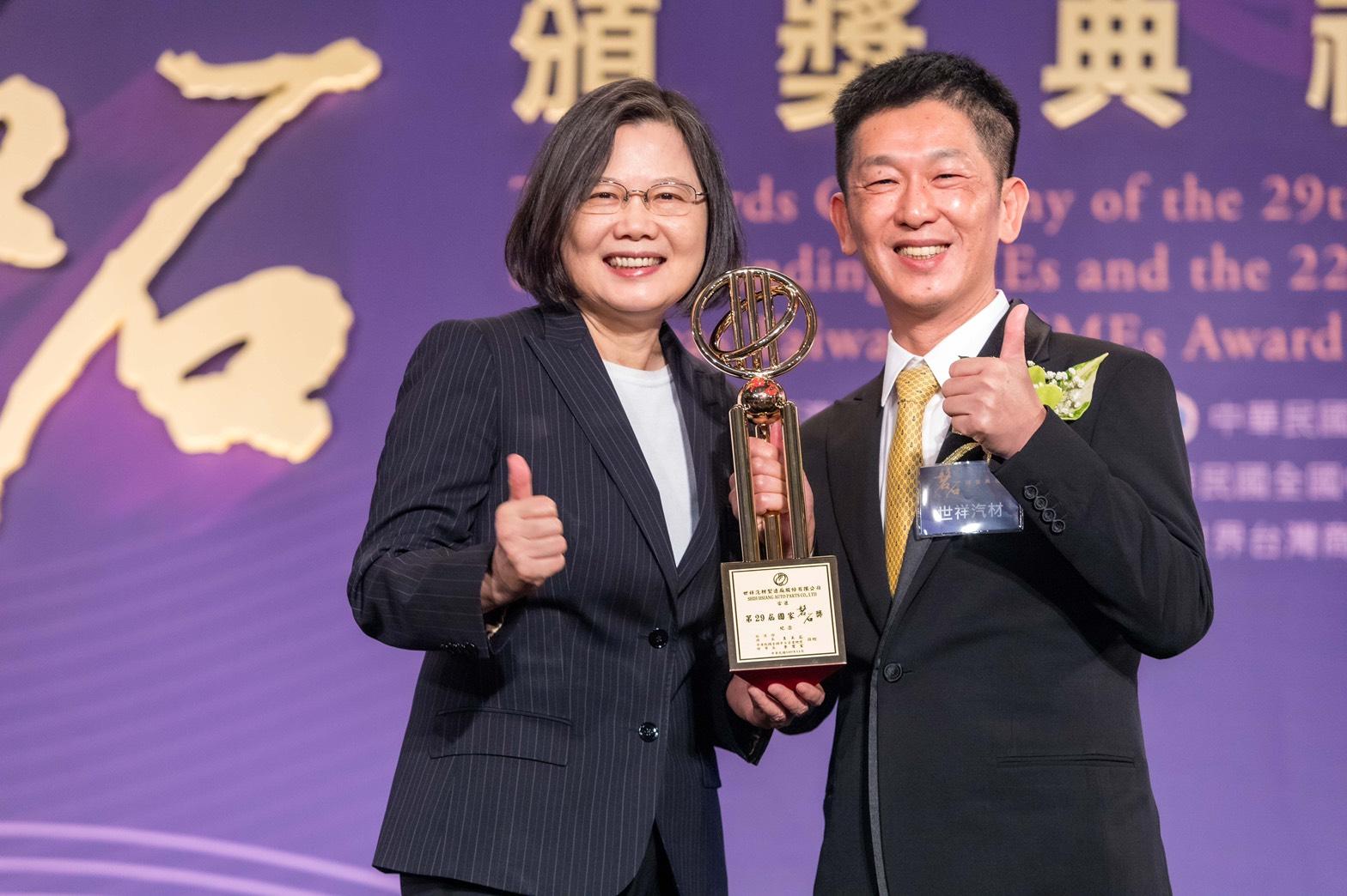聖約翰科大校友企業獲國家磐石獎 回饋母校共創三贏-AI