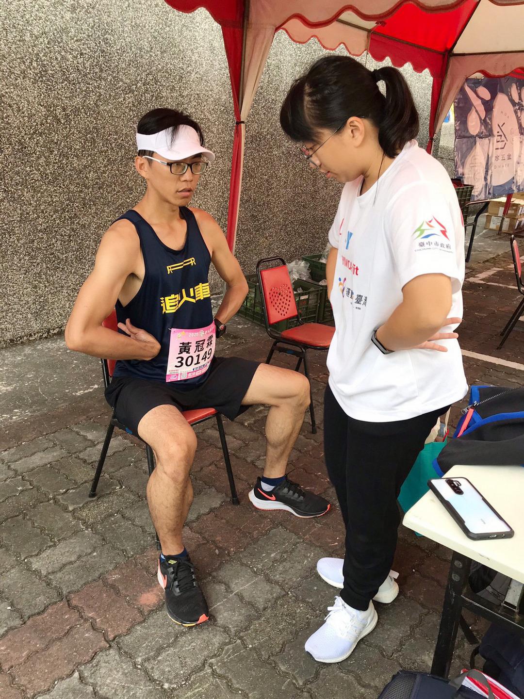 大葉大學運健系參與彰化巡迴運動指導團  為馬拉松選手按摩放鬆-大葉大學