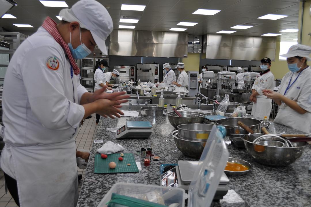 醒吾盃商業烘焙競賽 30位高中職精英選手拚了-西點