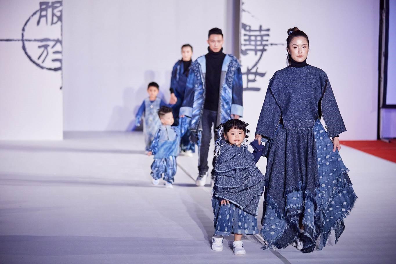 嶺東科大服飾設計系於臺中市政府首次舉辦校外畢展動態走秀-走秀