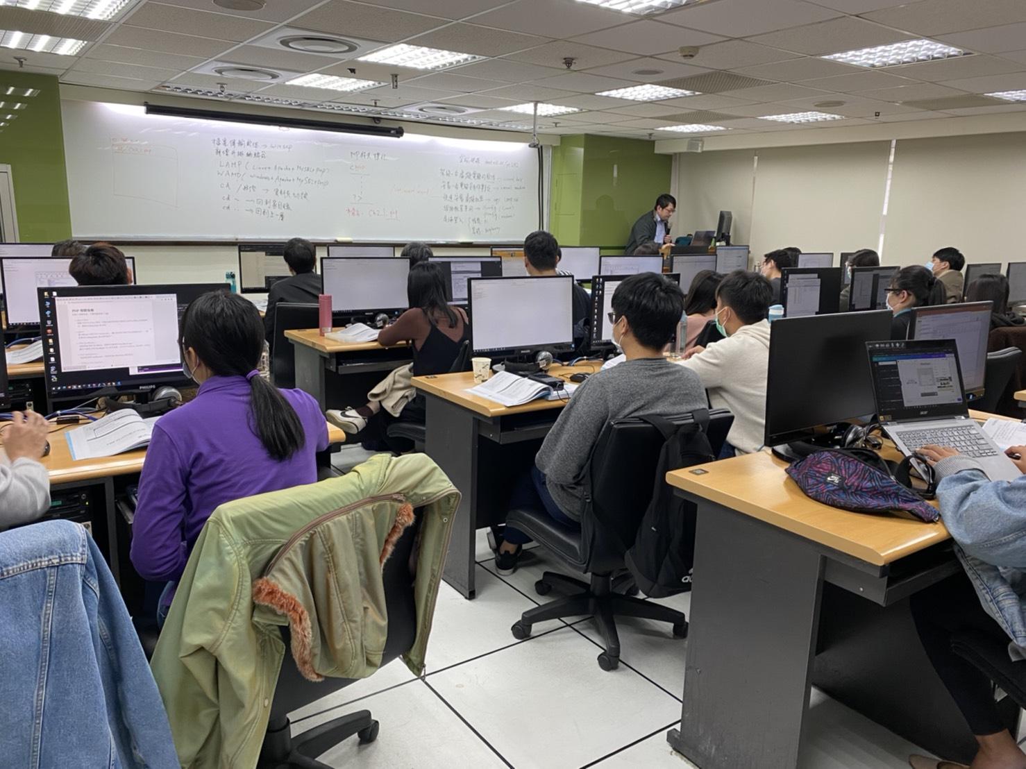 免費學技能 聖約翰科大產業新尖兵助待業青年練專長-工業管理系