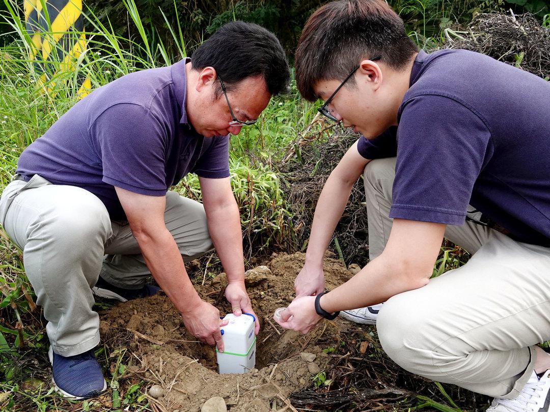 中正地環系師生走入古坑梅山斷層帶 設百顆地震儀追斷層蹤跡-人工智慧