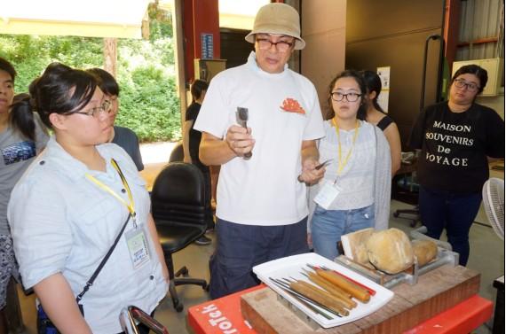 大葉大學造藝系暑期工作營  日籍老師帶領學員刻木雕-大葉大學
