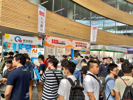 清大就業博覽會釋出逾萬職缺 學子求職熱度更勝往年!-求職