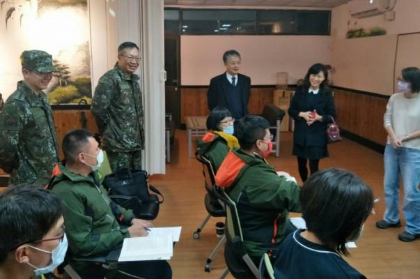 陸軍裝甲542旅湖口教學點 明新科大校長劉國偉輔訪在營專班學員-外語人力