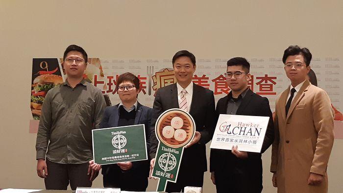 添好運區經理趙婉君(左2)、1111公共事務部暨職涯發展中心總經理李大華(中)、了凡區經理王士嘉(右2)等貴賓出席活動